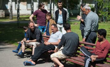 Lai gan bēgļi pamet Latviju, vērienīgo 'Mucenieku' pārbūvi turpinās