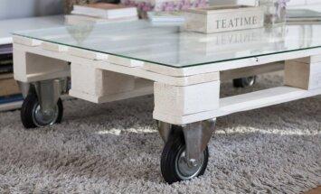 No garšaugu dobes līdz kafijas galdiņam – idejas meistardarbiem no koka paletēm