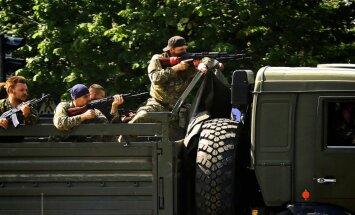 Luhanskā no Krievijas ielauzusies bruņotu kaujinieku autokolonna; turpinās pretterorisma operācija