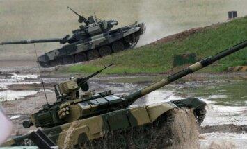 Krievija uz Sīriju nogādājusi tankus un artilēriju