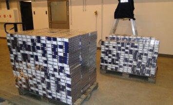 Muitnieki un suņi trīs autobusos atrod 600 000 kontrabandas cigarešu