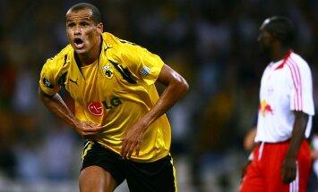 AEK s Rivaldo celebrates