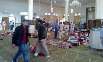 Džihādisti Sīnājā uzspridzina mošeju un apšauj izdzīvojušos; vismaz 235 mirušie