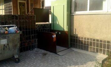 Foto: Zolitūdē invalīdiem - īpašs pacēlājs