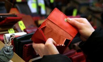 Латвийцы и бизнес задолжали государству 1,4 млрд евро