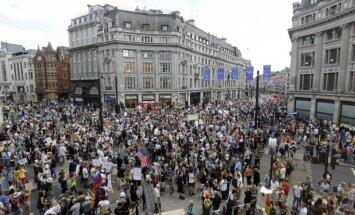 ФОТО: на улицы Лондона вышли 20 тысяч человек в знак протеста против визита Трампа