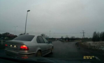 Aculiecinieka video: BMW šoferis rada avārijas situāciju