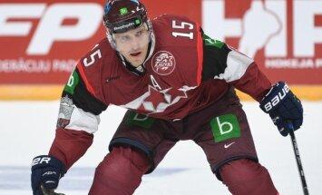 Latvijas hokeja izlasi pamet Tralmaks, oficiāli komandai pievienojas Karsums un Miķelis Rēdlihs