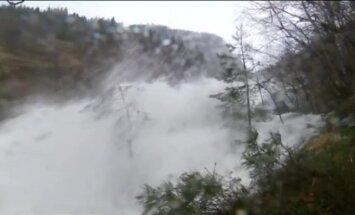 Video: Norvēģiju piemeklē pamatīgi plūdi