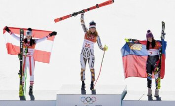 Čehu snovborda speciāliste Ledecka sensacionāli triumfē kalnu slēpošanā supergigantā