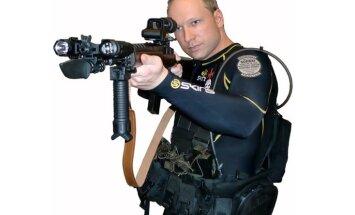 Breiviks sūdzas par 'spīdzināšanu' ar novecojušu 'Playstation' konsoli