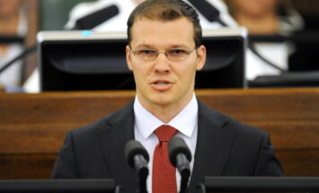 Дзинтарс: надо постараться, чтобы неграждане не имели влияния в латвийской политике