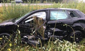 Meklē aculieciniekus avārijai uz Liepājas šosejas