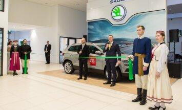 Foto: Svinīgi atklāts jaunais 'Škoda' autosalons