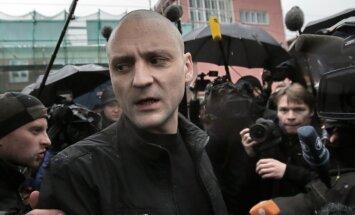Krievijas pozīcijas aktīvistam Udaļcovam pieprasa astoņu gadu cietumsodu