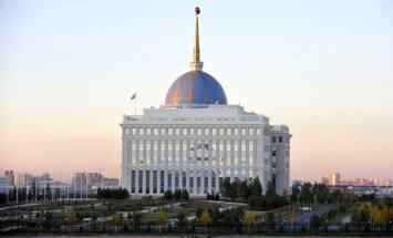 Kazahstānas ekonomiku grauj sankcijas pret Krieviju, uzskata Nazarbajevs