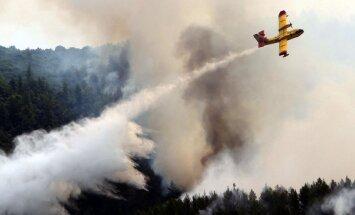 Grieķijā meža ugunsgrēku dzēšanā iesaista armiju