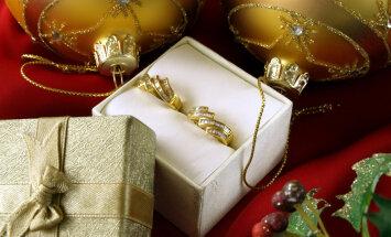 Divi narkomāni Jēkabpilī lombardā nolaupa zeltlietas