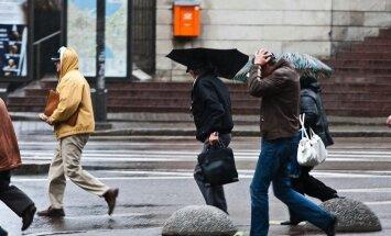 Ceturtdien gaidāms lietus, vakarā vietām arī slapjš sniegs