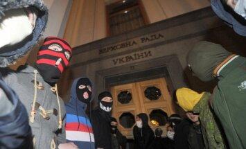 'Labējā sektora' mēģinājums uzbrukt parlamentam bija Krievijas provokācija, uzskata Turčinovs
