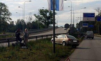 Foto: Motocikla un auto avārija Rīgā
