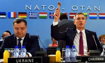 NATO palīdzēs Ukrainai cīnīties pret hibrīdkara elementiem, paziņo Stoltenbergs