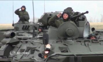 Video: Kara tehnika izmēģina parādes braucienu Rostovas apgabalā