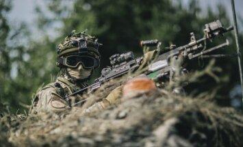 Foto: Latvijas, ASV un Kanādas karavīri cīņām trenējas Kurzemē