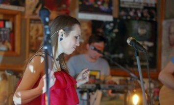 Foto: 'Astro'n'out' un Laima Jansone gatavojas Valentīndienas koncertiem
