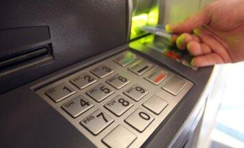Lūdz apsūdzēt Rīgas reģiona policistu par naudas izņemšanu no svešas kredītkartes
