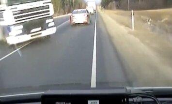 Video: Smaga autoavārija uz Tallinas šosejas