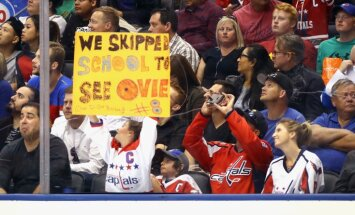 fans Ovechkins in the game Russia - Finland