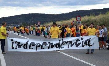 Katalonijas likumdevēji Spānijas parlamentam pieprasa tiesības rīkot referendumu