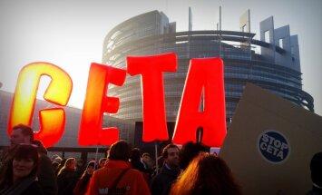 'Delfi no Strasbūras': EP diskusijas par ES-Kanādas tirdzniecības līgumu pavada protesti