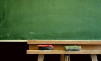 Valdība atliek lemšanu par pedagogu atalgojuma reformas jautājumiem