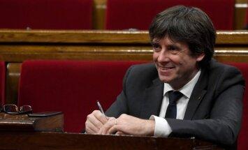Katalonijas parlaments reaģēs uz autonomijas apturēšanu, brīdina Pudždemons