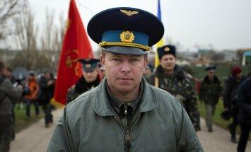 Pulkvedi, kurš devās uz ielenkto bāzi Krimā, trīs dienas turējuši gūstā un aicinājuši nodot Ukrainu