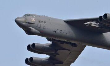 Foto: ASV bumbvedējs 'B-52' pārlido Dienvidkoreju – atbilde Phenjanai