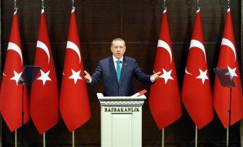 ES mudina Turciju korupcijas skandālu risināt atklātā un objektīvā veidā