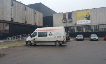 Autovadītājs sašutis par 'Cityparks' mēģinājumu sodīt ar 500 eiro par reklāmu uz spēkrata