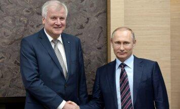 Bavārijas premjeru Vācijā peļ par pārlieku draudzīgu vizīti pie Putina
