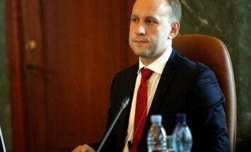 Krieviņš atlaišanu saista ar KNAB konkursu; Saeimā nestrādās