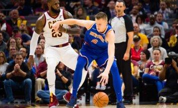 Porziņģa kārtējais teicamais sniegums palīdz 'Knicks' negaidīti sagraut Džeimsu un 'Cavaliers'