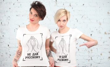 Ukraiņu meitenes kampaņā aicina 'nedot krieviem'