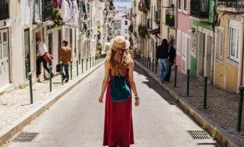 Astoņas interesantas lietas, ko cilvēki dara un izmēģina tikai ceļojumos