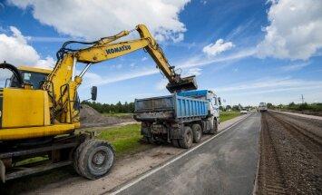 Visā Latvijā notiek plaši autoceļu būvdarbi; vērienīgi satiksmes ierobežojumi