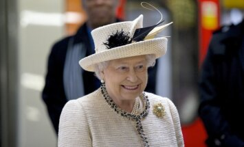 Елизавета II заявила, что Британия продолжит давление на Россию