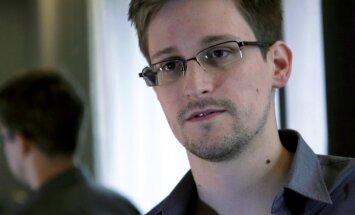 Edvards Snoudens oficiāli lūdz patvērumu Krievijā