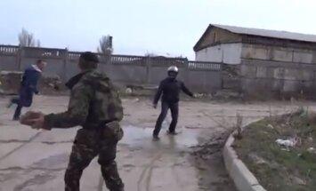 Video: Ukrainas karavīri padzen no bāzes prokrieviskos aktīvistus