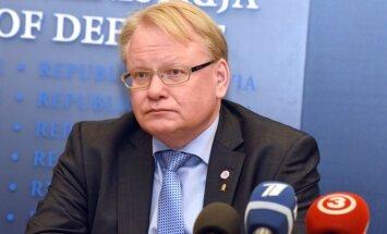 Zviedrijas aizsardzības ministrs Rīgā izceļ Gotlandes bruņošanu